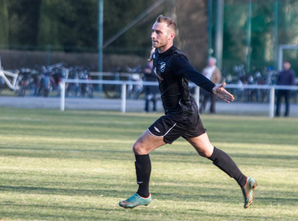 Marten Zittlau jubelt über den Treffer zum 2:0 gegen die SG Friedersdorf